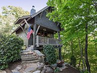 Dogwood Treehouse | Luxury Treehouse with Cozy Patio & Outdoor Fire pit!