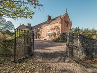 WYVERN HOUSE, on a 3000 acre estate, character features, en-suite, in