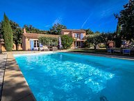 Superb holiday villa in Mazan, near Carpentras, with heated pool