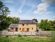 LITTLE BARN, 2 bedrooms and perfect for travellers, Ascott