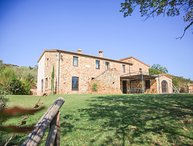 Private villa with pool in the Montalcino area. 8 persons in 5 bedrooms!
