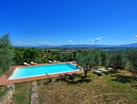 Villa for 12 persons with pool. Lucignano town is less 1 km walking distance!
