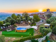 Villa San Bastiano, 5 bedrooms up to 12 people. Pool, Jacuzzi, A/C and Wi-Fi!