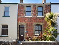 QUAY COTTAGE, Sleeps 5, period cottage, Close to harbour, WiFi, Weymouth