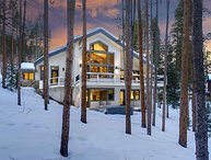 Ski in / Ski out Peak 9 Home complete with Billiards, Ping Pong & Hot Tub!