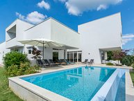 4 bedroom Villa with Pool, Air Con, WiFi and Walk to Shops - 5026954