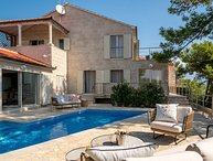 Villa Blanc Brac – Sea front luxurious villa with pool in Sumartin, Brac