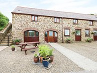 THE CART SHED, country holiday cottage, with a garden in Haverfordwest, Ref 7188