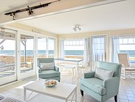 #523: Step off your porch onto Skaket Beach; sleeps 6, beautiful bay views!