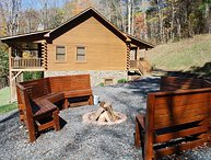 River Raves- Spacious Riverfront Log Cabin, Pet Friendly, Hot Tub, Fire Pit, Fir