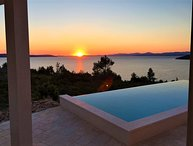 Beachfront villa with infinity pool for rent Brac