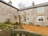 EAST VIEW COTTAGE, Pet-friendly, WiFi, Country views, Wardlow