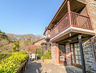 LANGUNNETT COTTAGE, en-suite, balcony, near Looe