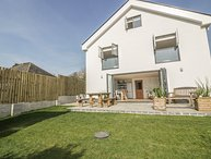 THE BEACH HALT, WiFi, Enclosed garden, Open-plan living, Perranporth
