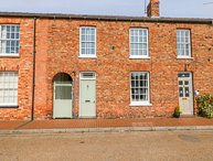 BUTTERCROSS HOUSE, central location, zip/link beds, Wainfleet All Saints
