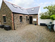 THE OLD STABLES, enclosed garden, open-plan living, in Fishguard