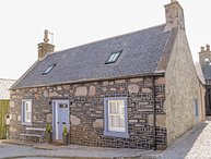 36 VILLAGE, open-plan layout, woodburner, near Portsoy