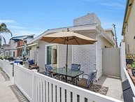 BEST LOCATION in NEWPORT Steps to the Sand Beach House on Balboa Peninsula
