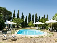 I Cipressi, classic Tuscan accommodation near Cortona with private pool and WiFi