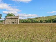SHEPHERD'S COTTAGE, pet friendly, character holiday cottage, with a garden in