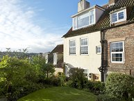 ROOFTOPS COTTAGE, 7 bedrooms, Whitby