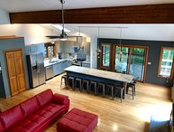 Beautiful Modern Cabin! Streamside; Beautiful views,WiFi,6 TVs,Linens inlcuded