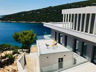 SEAFRONT BEAUTIFUL VILLA IN VINISCE, TROGIR AREA