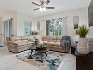 Modern 4 bedroom town home in Champions Gate Resort 12 miles to Disney