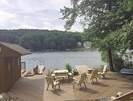 Lake front private 2 Houses, WIFI,Cable,2 hot tbs,Pool table,Arcade,Docks,TVs