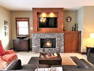 Ultimate Ski In/Out Condo (lift at your door), Year Round Common Area Hot Tub, N