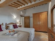 Cretole, villa near Monterchi for 12 pax. Private pool, A/C, Wi-Fi. Pets allowed