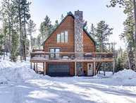 Towering Pines Lodge - Log cabin sleeps 13