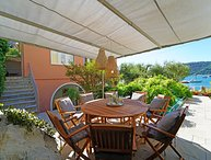 VILLA VENUS 9 Pax, water front villa, A/C, WI-FI, BBQ, 10mt from the beach, boat