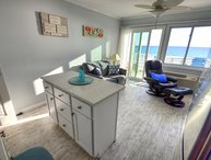 Sea Glass Villa! Gulf front condo! Pet friendly! Walk to Pier Park!