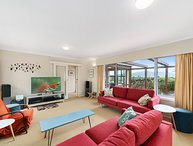 Tranquility Base - Waikanae Beach Holiday Home, Waikanae Beach