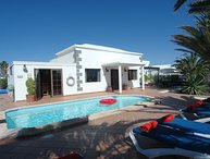 Great 4 bed villa with Private Heated Pool, Hot tub, WiFi, Pool Towels LVC200828