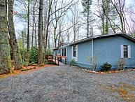 Serenity on the Hill-Budget Friendly 3 BR, 2 BA home with HOT TUB in Boone, NC,