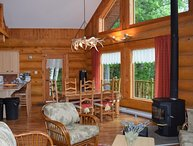 Cozy Waterfront Chalet only 90 mins from Montreal