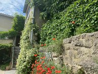 Fun and Funky Townhouse with Terrace in heart of in Uzes