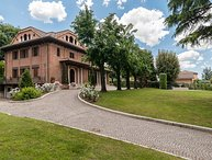 Near Rome: Villa , Pool, Tennis courts,  Perfect  Family Reunion, or Off-site Me