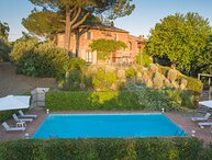 Villa al Pozzo, private villa with pool near Cortona. 5 bedrooms and 5 bathrooms