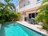 Steps from EAGLE BEACH - Private pool - Outdoor Deluxe 2BR townhome - LV11TH