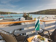 SPINNAKER COTTAGE, central Salcombe, boat store, baby friendly, estuary views
