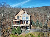 Sky High-Breathtaking Views with HOT TUB, POOL TABLE, WIFI, Close to West Jeffer