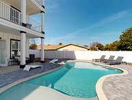 Shore Thing Getaway: Free Beach Chairs Mar-Oct, Large Pvt Pool, Close to Beach!